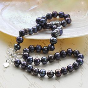 SILK KNOTTED pearl necklace